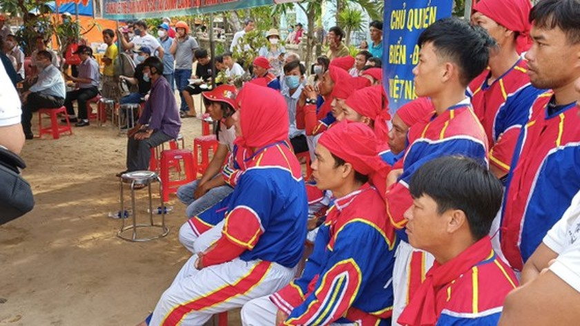 Ly Son island's traditional boat race certified as national intangible cultural  ảnh 9