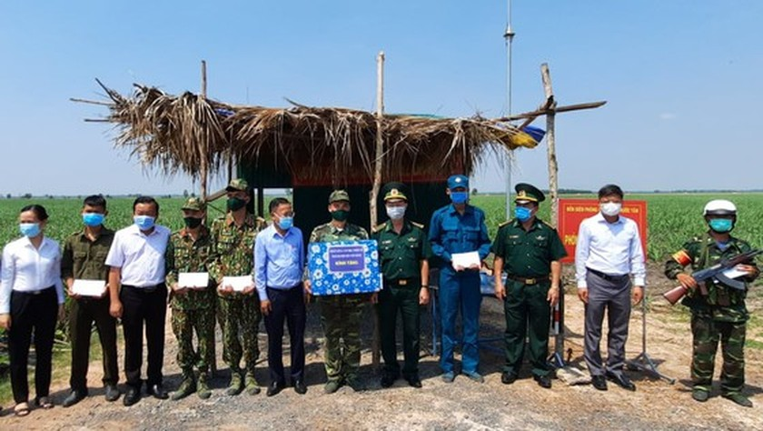 HCMC authorities visit border guards in Tay Ninh Province ảnh 6
