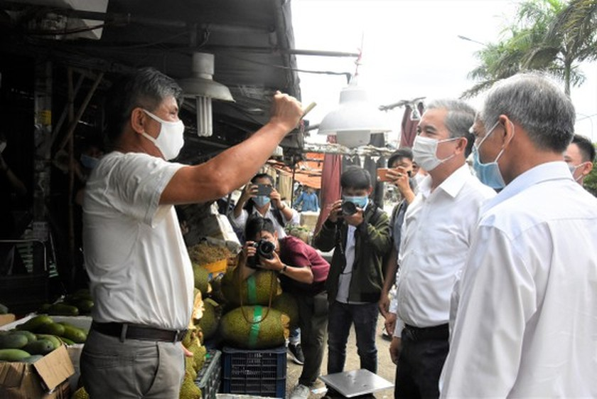 HCMC authorities check practice of preventive measures in District 12, Hoc Mon ảnh 4