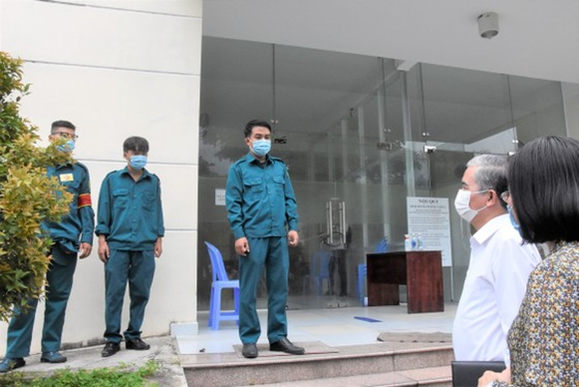 HCMC authorities check practice of preventive measures in District 12, Hoc Mon ảnh 2
