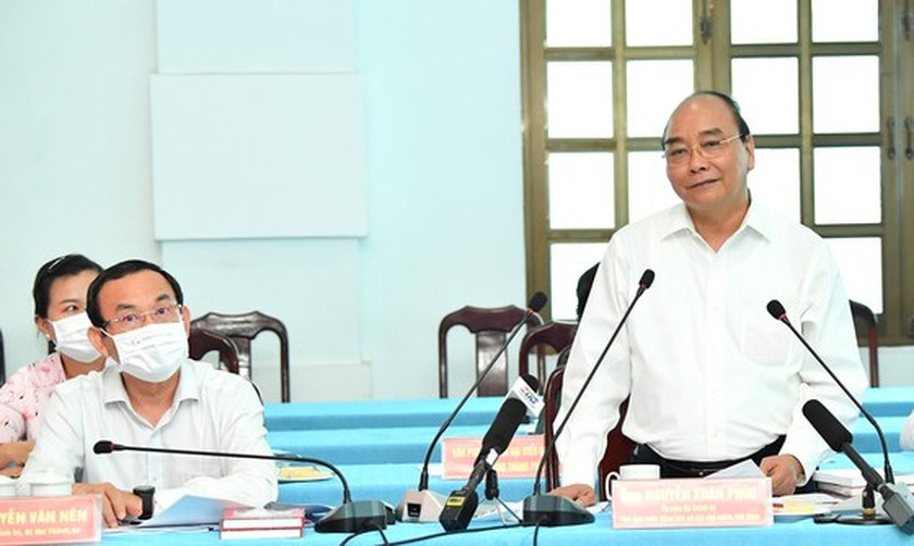 State President holds working session with Cu Chi, Hoc Mon districts in HCMC ảnh 2