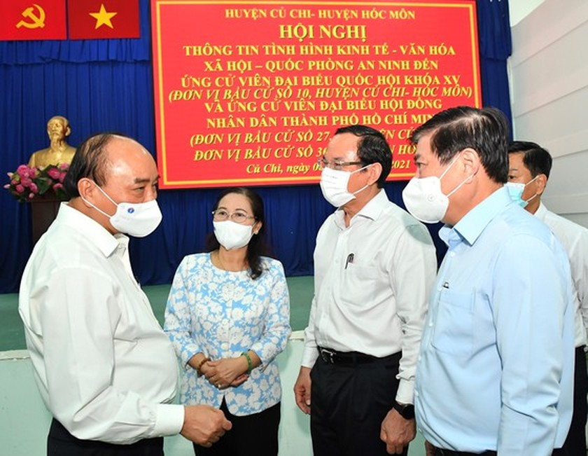 State President holds working session with Cu Chi, Hoc Mon districts in HCMC ảnh 1