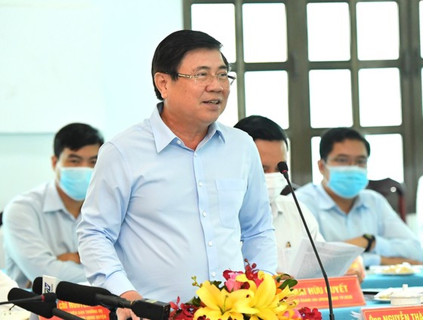 State President holds working session with Cu Chi, Hoc Mon districts in HCMC ảnh 7