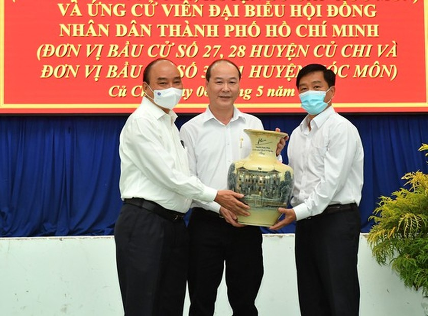 State President holds working session with Cu Chi, Hoc Mon districts in HCMC ảnh 3