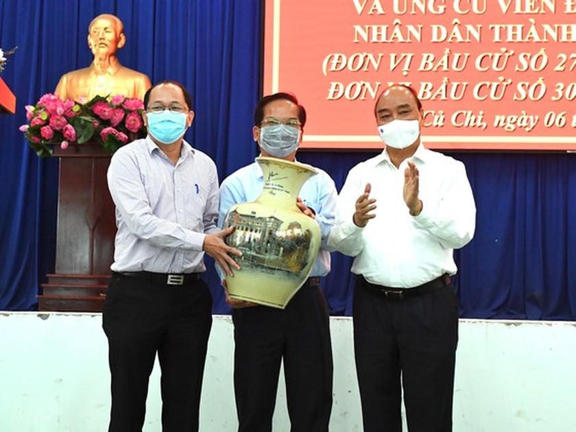 State President holds working session with Cu Chi, Hoc Mon districts in HCMC ảnh 4