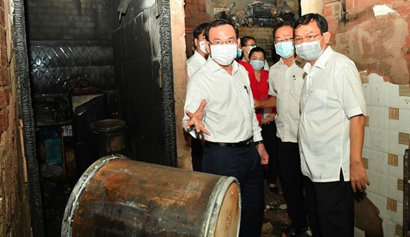 HCMC Party Chief visits victims, site of fatal fire ảnh 2