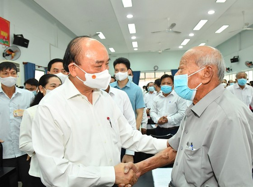 State President Nguyen Xuan Phuc meets voters in Ho Chi Minh City ảnh 3