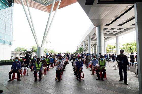 Da Nang Airport starts testing over 2,000 workers ảnh 1