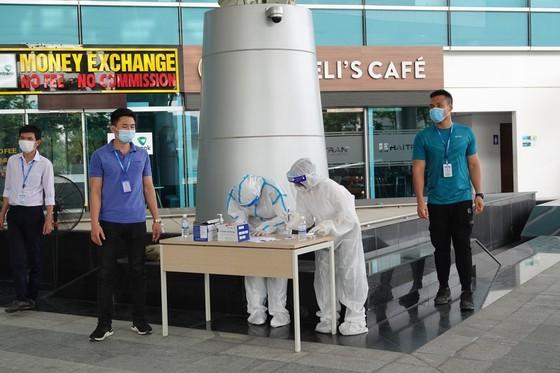 Da Nang Airport starts testing over 2,000 workers ảnh 2