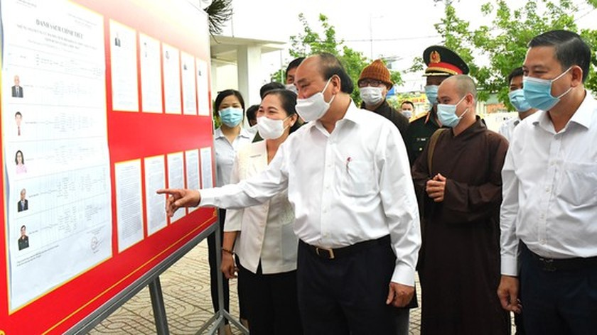 State President Nguyen Xuan Phuc meets voters in Ho Chi Minh City ảnh 2