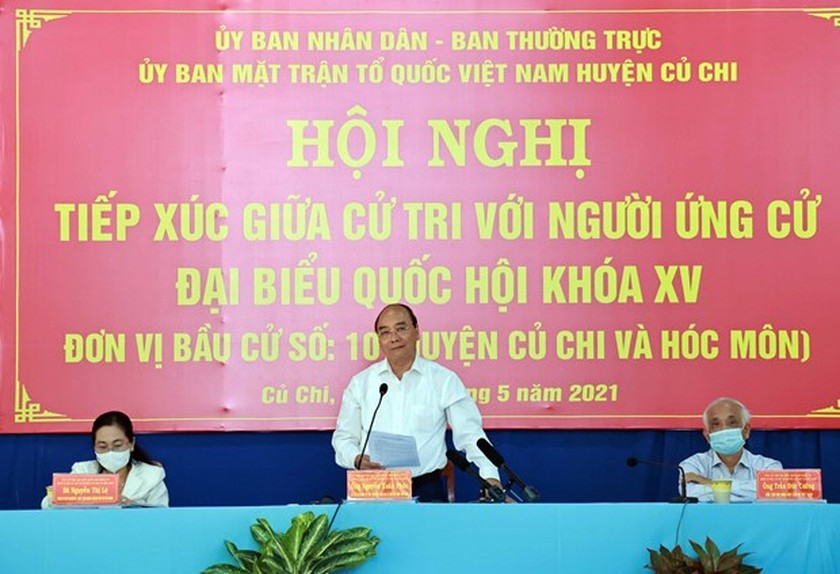 State President Nguyen Xuan Phuc meets voters in Ho Chi Minh City ảnh 1