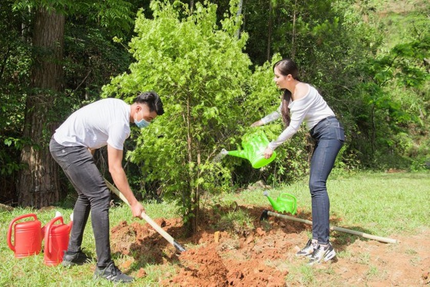 Beauty queens participate in 50-million tree planting campaign in Lam Dong ảnh 4