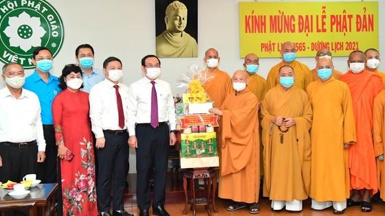 HCMC Party Chief, Chairman extend congratulations on Buddha's birthday ảnh 2