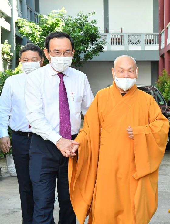 HCMC Party Chief, Chairman extend congratulations on Buddha's birthday ảnh 3