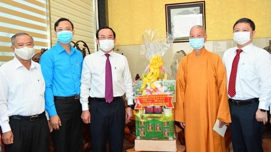 HCMC Party Chief, Chairman extend congratulations on Buddha's birthday ảnh 4