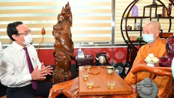 HCMC Party Chief, Chairman extend congratulations on Buddha's birthday ảnh 5