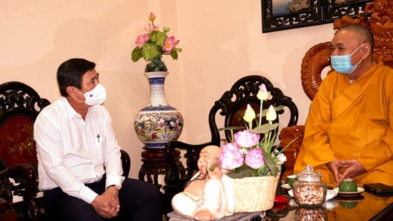 HCMC Party Chief, Chairman extend congratulations on Buddha's birthday ảnh 6