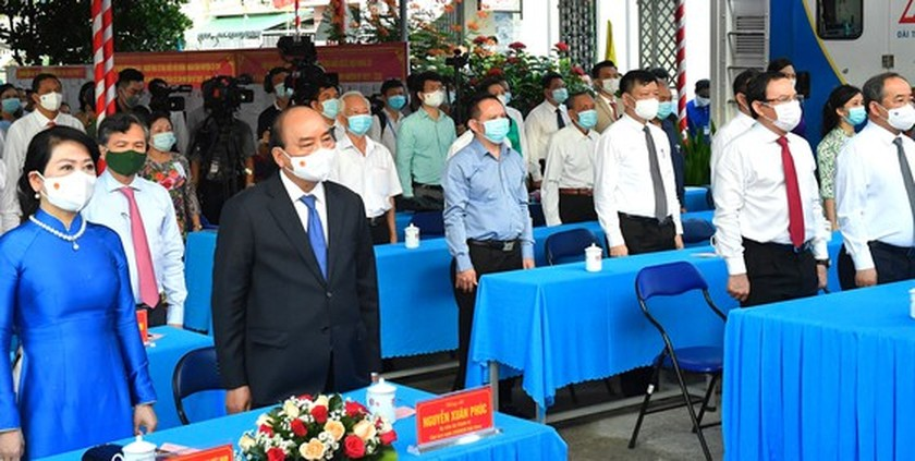 State President casts his ballot in Cu Chi's voting site on election day ảnh 3