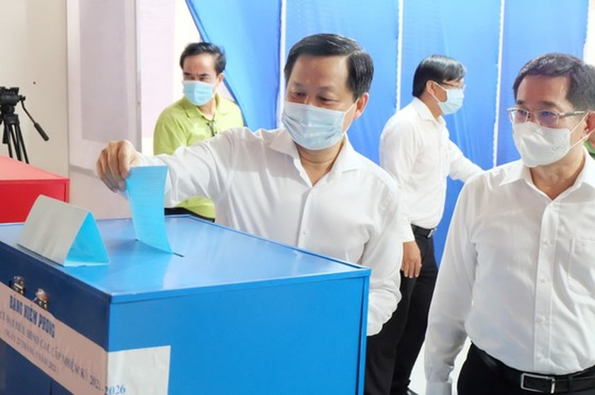 State President casts his ballot in Cu Chi's voting site on election day ảnh 6