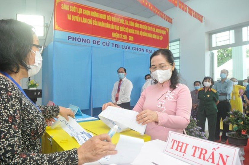 State President casts his ballot in Cu Chi's voting site on election day ảnh 16