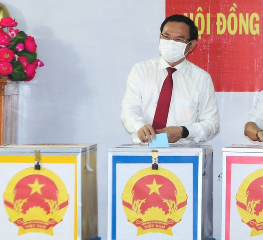 State President casts his ballot in Cu Chi's voting site on election day ảnh 4