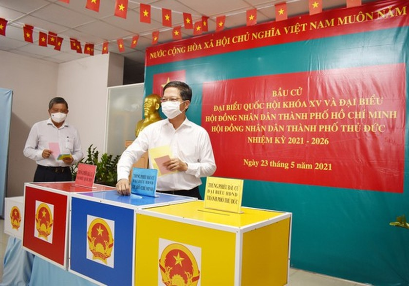 State President casts his ballot in Cu Chi's voting site on election day ảnh 9