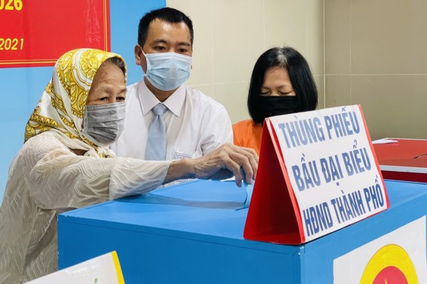 State President casts his ballot in Cu Chi's voting site on election day ảnh 10