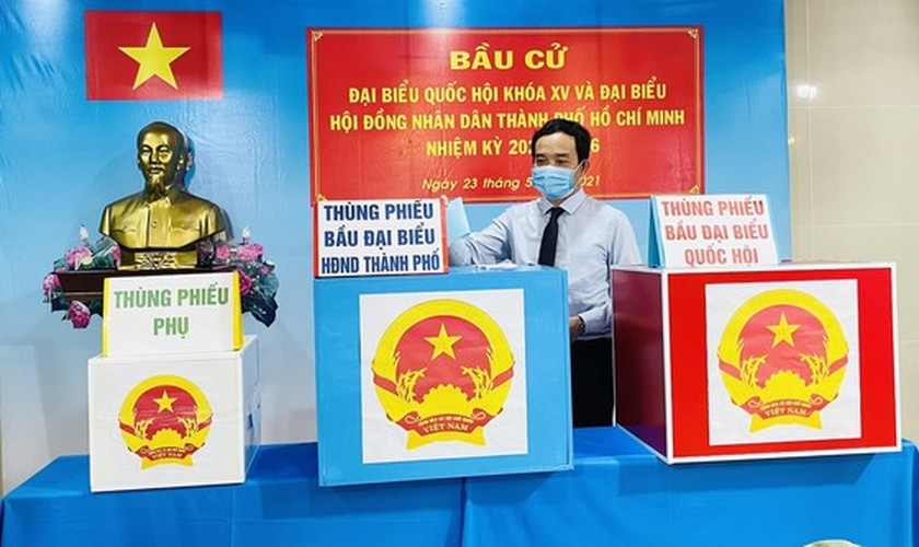 State President casts his ballot in Cu Chi's voting site on election day ảnh 17