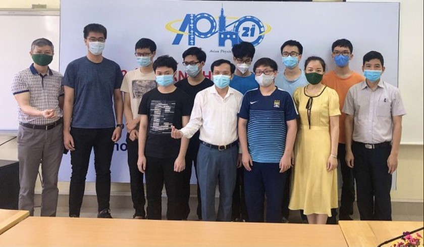 Vietnamese students earns highest grade at IPhO 2021 ảnh 2