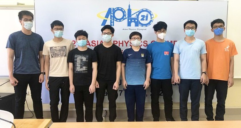 Vietnamese students earns highest grade at IPhO 2021 ảnh 1