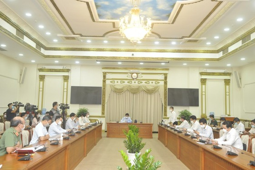 HCMC calls on citizens to join hands with authorities in fighting Covid-19 ảnh 1