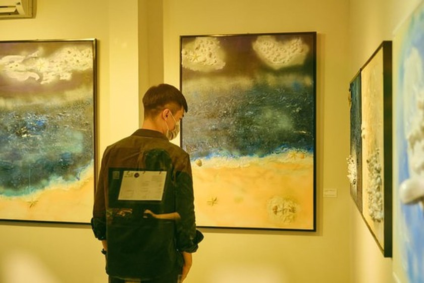 Actor's art exhibition honors sustainable life, helps fight against virus ảnh 4