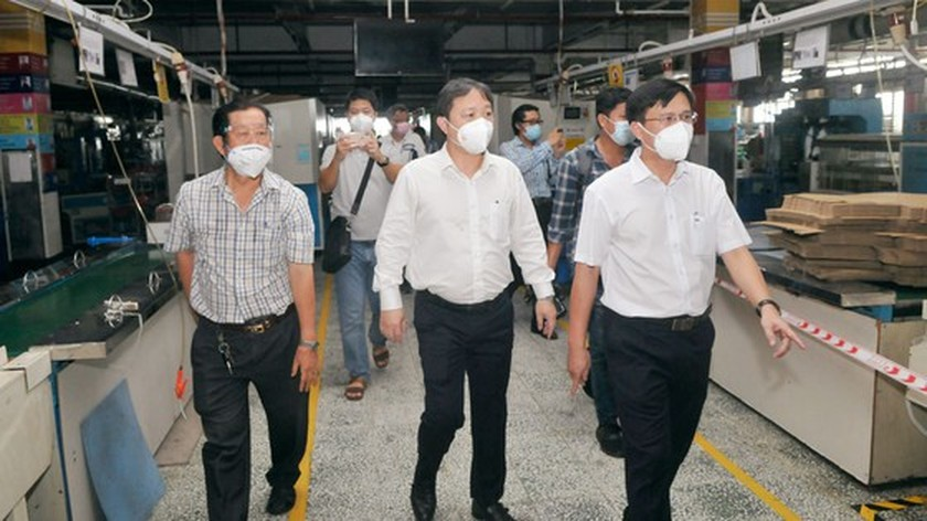 HCMC leaders inspect Covid-19 prevention, control work at PouYuen Company ảnh 1