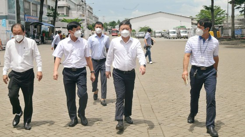 HCMC leaders inspect Covid-19 prevention, control work at PouYuen Company ảnh 2