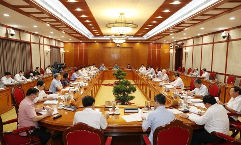 Party chief calls for extra efforts to combat COVID-19 ảnh 2