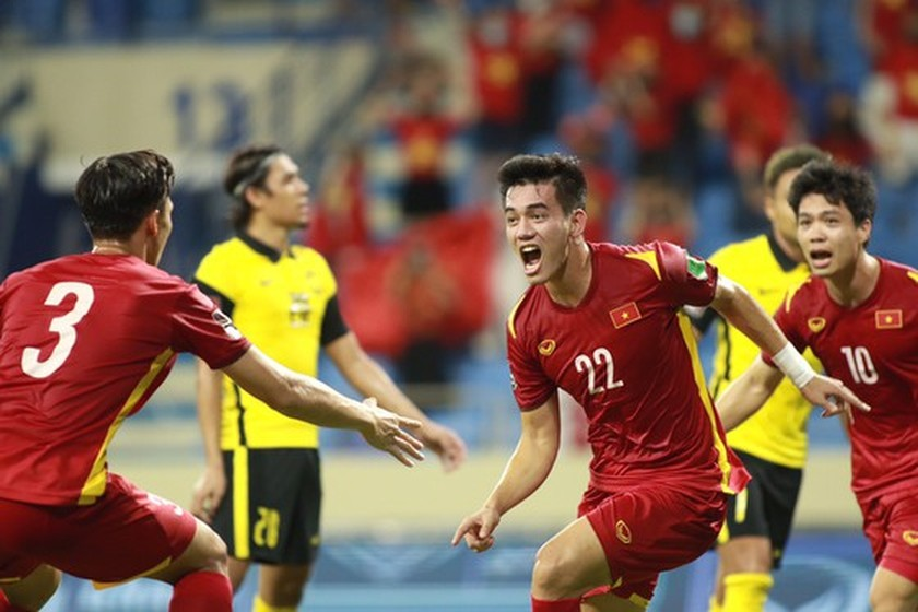 Vietnam win 2-1 victory over Malaysia at World Cup qualifiers  ảnh 1