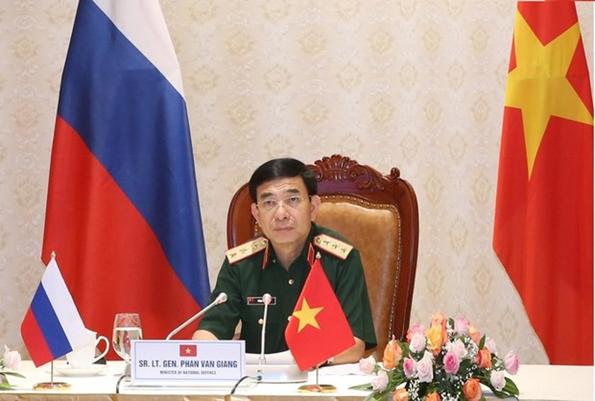 Vietnamese, Russian defence ministers hold phone talks ảnh 1