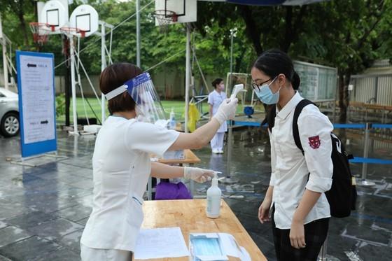 Over 93,000 students enter 10th grade entrance exam in Hanoi ảnh 2