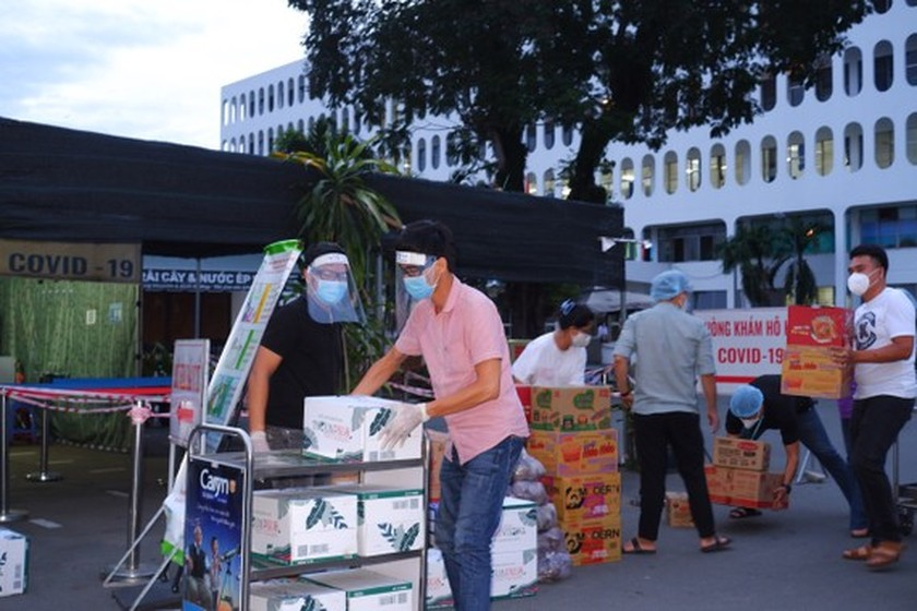 Temporary blockade imposed on HCMC Hospital for Tropical Diseases ảnh 2