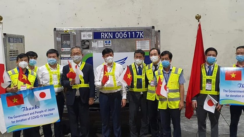 Shipment of AstraZeneca vaccines donated by Japan arrives in HCMC ảnh 3
