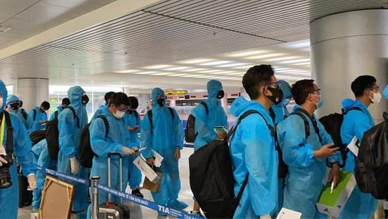 Đội tuyển bóng đá quốc gia Việt Nam trở về TP.HCM, cách ly 7 ngày lúc 4 giờ