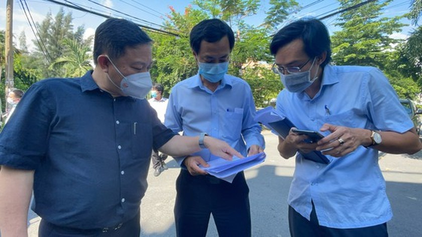 HCMC leader conducts unexpected inspections of Covid-19 prevention works ảnh 3