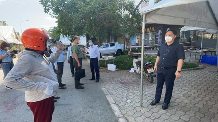 HCMC leader conducts unexpected inspections of Covid-19 prevention works ảnh 4