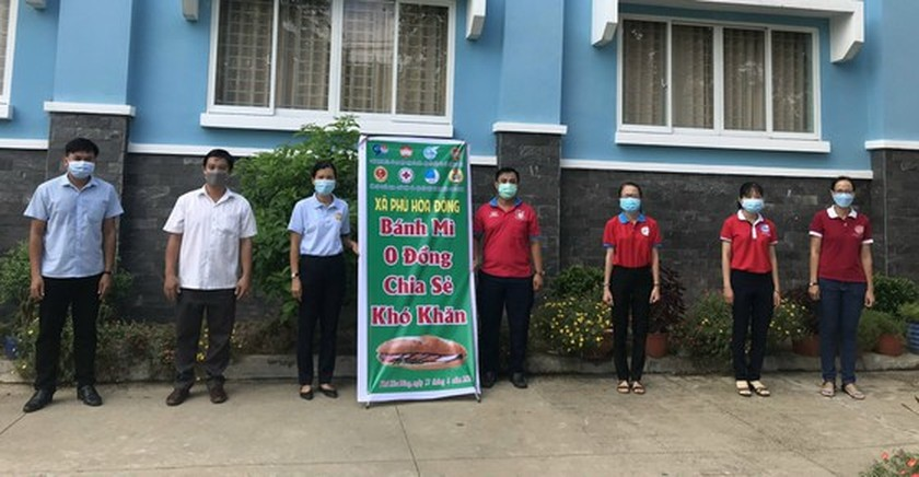 Charitable activities supporting needy people hit by pandemic held citywide ảnh 11