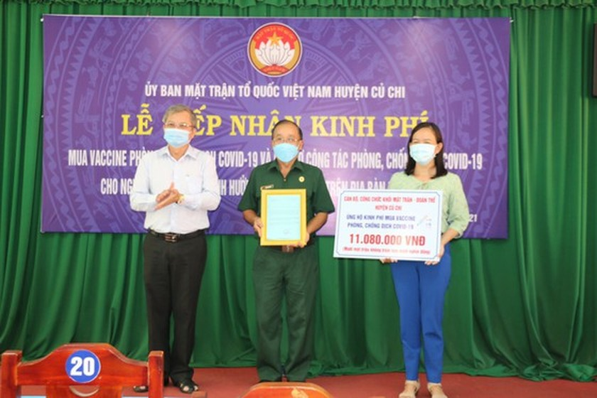 Charitable activities supporting needy people hit by pandemic held citywide ảnh 15