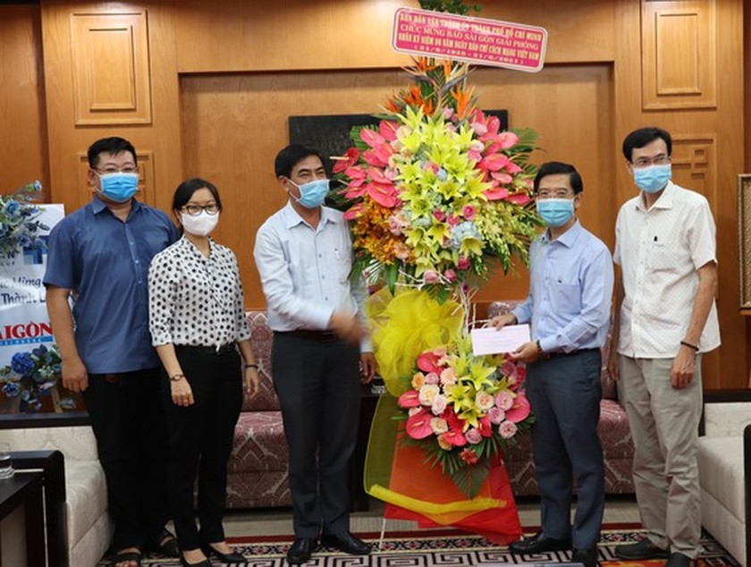 HCMC leaders extend greetings to press agencies ảnh 2