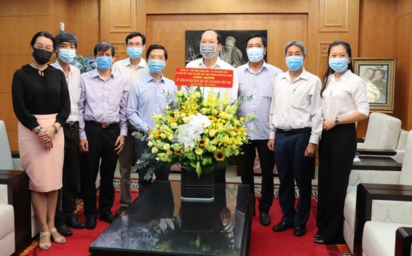 HCMC leaders extend greetings to press agencies ảnh 1
