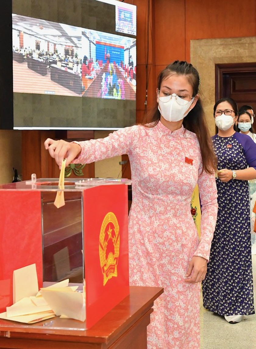 Top leaders of HCMC People's Council, People's Committee re-elected ảnh 7