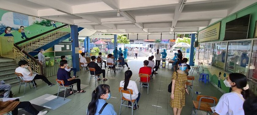 Over 95 pct of HCMC's students tested for Covid-19 before national examination ảnh 3