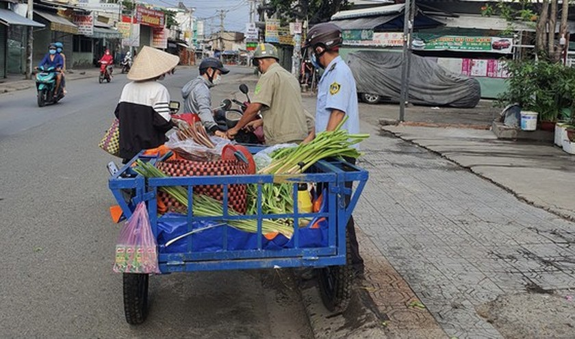 Binh Tan District issues fines of VND52.5 million on violators of Covid-19 rules ảnh 3